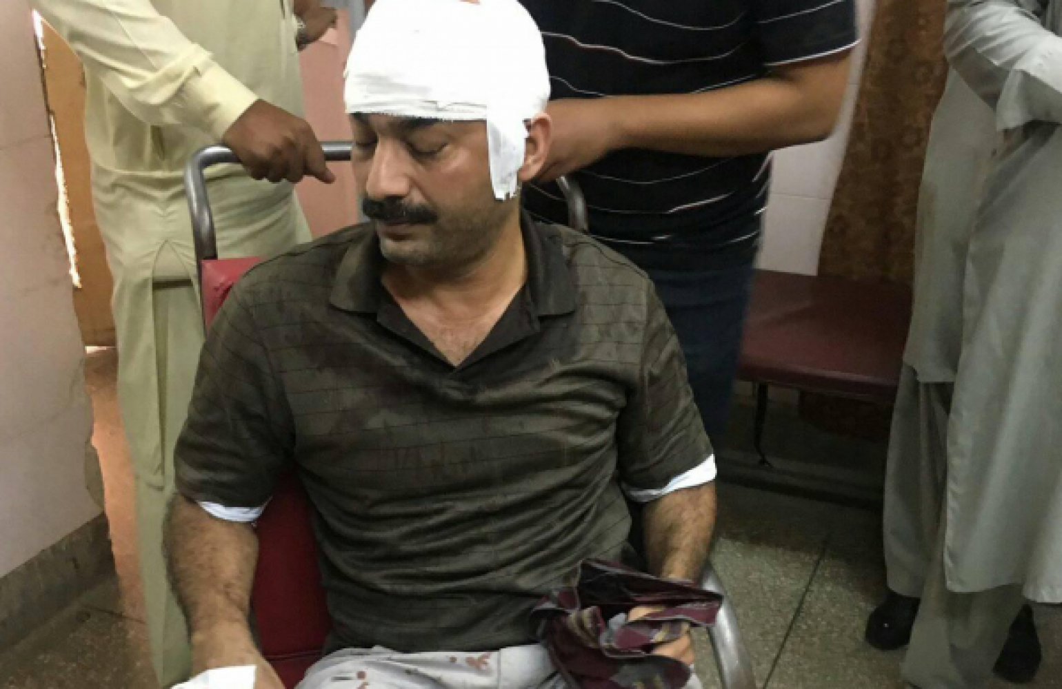 #JournoSafePk Alert: Attack on senior journalist Ahmed Noorani condemnable; Media Matters for Democracy urges government to bring culprits to justice